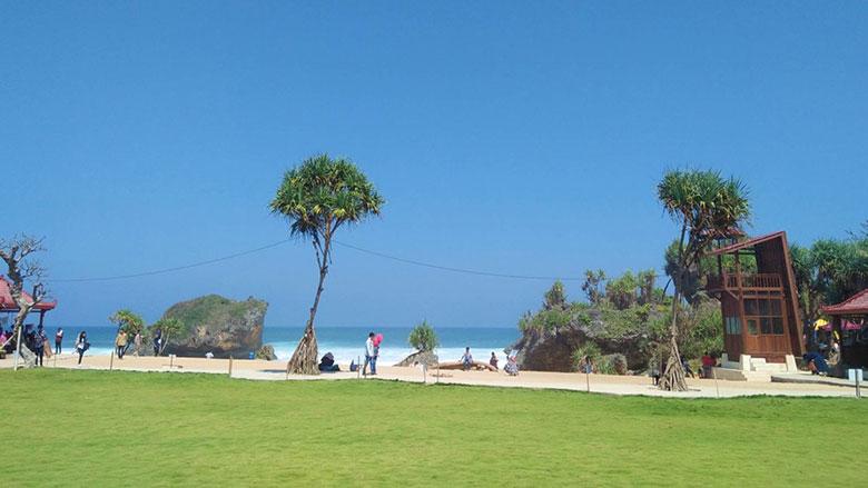 Pantai Ngrawe